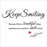 [B00X2ASTR6] 壁デコステッカー 簡単!壁に貼ってはがせます マリリン・モンロー 名言 Keep Smiling 「人生というものは美しいし、笑顔になれるものが沢山あるので、笑っていなさい。」
